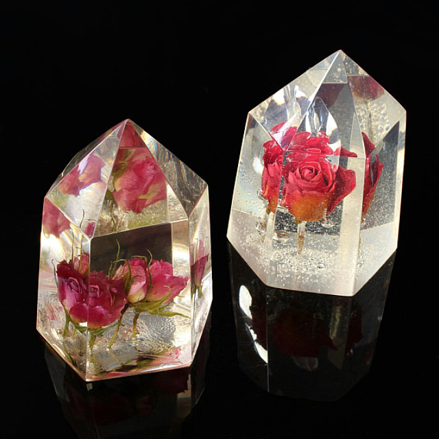 How to make a crystal with a real flower inside?