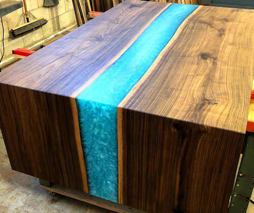 HOW TO MAKE A RESIN AND WOOD RIVER TABLE (LIVE EDGE)